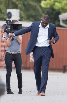 Is it the angle of the photo or are you just happy to see me? | Seven Glorious Photos Of Idris Elba's Bulge