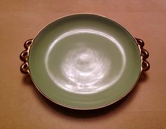 Pucci Umbertide - piatto in verde acqua e bordo con manici a volute in oro zecchino. Diam. 28 cm. Epoca 1930. Collezione privata.