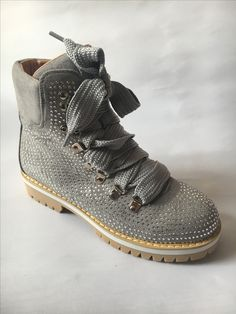 Dr. Martens, Hiking Boots, Combat Boots, Shoes, Fashion, Moda, Zapatos, Shoes Outlet, Fashion Styles