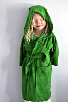 zero waste, bath robe, kids, green, stretch terry, terry cloth Tytölle kylpytakki/aamutakki zero waste-kokeiluna. Lisää juttua blogissa ja kaavapiirros: http://mallikelpoinen.blogspot.fi/2014/03/zero-waste-kylpytakki.html