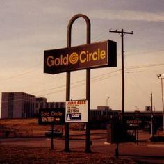 I think we used to shop at Gold Circle, does anyone else remember that store