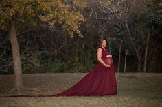 A goddess gown with a long lightweight train. Toss the train to create a dramatic look. The maternity gown features a halter top that is backless. A romantic and dreamy maternity dress for your maternity photography session. Add a pair … read more