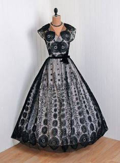 1940's Vintage Black and Pale-Pink French Chantilly-Lace Couture Low-Cut Plunge Full-Length Bombshell Full Circle-Skirt Party Gown Dress