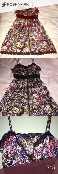 Forever 21 Floral Zip Up Silky Dress Forever 21 Floral Zip Up Silky Dress in a Size Small (Zips up and down completely) with adjustable straps Forever 21 Dresses