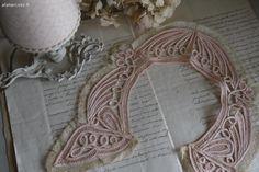 Linge ancien , col en dentelle Brocante de charme atelier cosy.fr