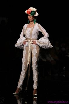 Traje de Flamenca - Abanico - Simof-2015 Hispanic Heritage Month, Elegant Outfit, Halloween Outfits, Seville, Regional, Scarfs, Womens Fashion, Jackets, Coats