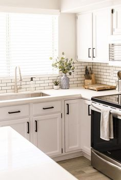 30 White Kitchen Cabinets To Brighten Up Your Cooking Space These stylish kitchens, including whatever from white kitchen cabinets to slick white tiles, are determined to give support to as inspiration for your own kitchen design. White Kitchen Backsplash, White Kitchen Cabinets, Kitchen Redo, Kitchen Tiles, Home Decor Kitchen, Kitchen Furniture, New Kitchen, Home Kitchens, Kitchen White