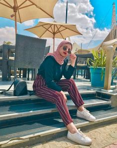 Image about fashion in hijab style by ¤hijabista¤ Modern Hijab Fashion, Hijab Fashion Inspiration, Muslim Fashion, Modest Fashion, Modest Outfits, Girl Outfits, Fashion Outfits, Dress Fashion, Fashion Clothes