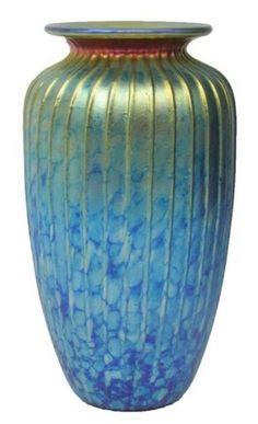 LUNDBERG STUDIOS SIGNED RIB GLASS VASE 10 INCHES : Lot 51087