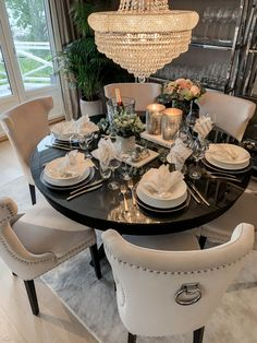 Hey insta 🍽 a little lunch time glam! This tablescape is so beautiful 😍. But the chandelier is amazing 💫 📸 . Interior Design Career, Interior Decorating Styles, Decorating Your Home, Diy Home Decor, Bohemian Furniture, New Furniture, Discount Furniture, Furniture Shopping, Furniture Online