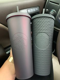 venti matte Black studded Tumbler venti matte black with a reddish shift Starbucks Logo, Starbucks Tumbler Cup, Copo Starbucks, Starbucks Venti, Personalized Starbucks Cup, Custom Starbucks Cup, Personalized Cups, Starbucks Drinks, Starbucks Coffee Cups