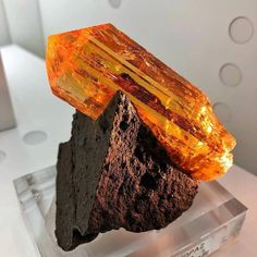 Imperial Topaz on matrix from Ouro Preto, Minas Gerais, Brazil🧡 Photo: Natural Creations Llc Minerals And Gemstones, Rocks And Minerals, Topazio Imperial, Cool Rocks, Mineral Stone, Rocks And Gems, Healing Stones, Stones And Crystals, Earth
