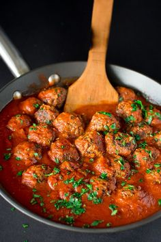 These soft and moist Mushroom Meatballs are simple to make and make perfect vegetarian dinner! ❤ COOKTORIA.COM