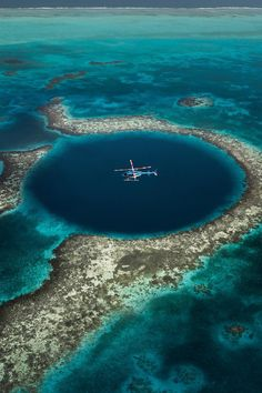 Explore and see the bottom of the Great Blue Hole of Belize 📷 Belize City, Canon Photography, Travel Photography, Photography Photos, Lifestyle Photography, Santorini, Great Blue Hole, Road Trip, Destination Voyage