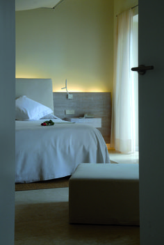 Hotel Can Simoneta | Boutique Hotel | Spain | http://lifestylehotels.net/en/can-simoneta | room, bed, modern