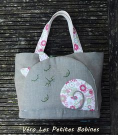 Thursday's Handmade Love week 63 This weeks theme is beach/tote bags Includes links to free crochet patterns & coupon codes Tote bag beach bag, linen and cotton THE PINK CAT via Etsy