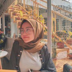 Ngewe dulu say Hijabi Girl, Girl Hijab, Muslim Girls, Muslim Women, Cute Asian Girls, Beautiful Asian Girls, Hijab Chic, Anime Girl Cute, Beautiful Hijab