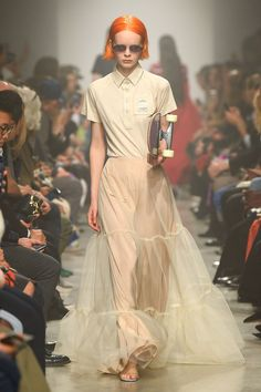 The biggest spring 2020 fashion trends from the runway include voluminous florals, edgy suits, handcraft, sequins and more. 2020 Fashion Trends, Spring Fashion Trends, Fashion 2020, Fashion News, Runway Fashion, High Fashion, Fashion Show, Fashion Outfits, Fashion Details