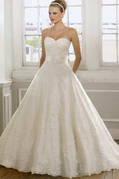 A-Line, Strapless, Sweetheart, and LACE!!!! SO Pretty