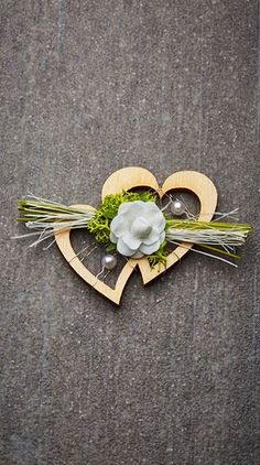 Hochzeitsanstecker Monika - Basteln & Schenken Heart Decorations, Wedding Decorations, Wedding 2017, Dream Wedding, Engagement Invitation Cards, Perfect Image, Wedding Place Cards, Centre Pieces, Plant Decor