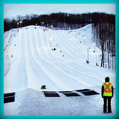 On the 9th day of #Christmas my true love gave to me .... 9 chutes of tubing @skisnowvalley #TourismBarrie12DaysofChristmas #snowtubing #SkiSnowValley #getoutandplay #visitbarrie #ChristmasGiftIdeas tourismbarrie's photo on Instagram