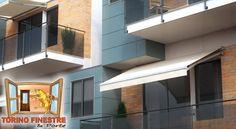 Tende da Sole a Bracci con Piastre Separate modello Mediterranea Light Mansions, House Styles, Home Decor, Decoration Home, Manor Houses, Room Decor, Villas, Mansion, Home Interior Design
