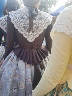 not German, but pinned for the flounce at the back of the bodice. 1700s Dresses, Myanmar Dress Design, Grandeur Nature, Old School Fashion, European Dress, 18th Century Fashion, Period Outfit, Historical Clothing, Traditional Outfits