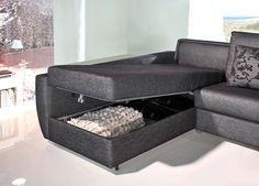 Sofá cama de gran calidad y diseño sencillo con brazo curvo estilo decó ,equipado con somier Gold. Firme, completamente plano, y un colchón de 1,90 metros de largo y 13 cm de grueso. Guarda la cama hecha con las dos sábanas y una colcha. No hay que quitar los almohadones para abrir la cama. Su comodidad como cama es equiparable a cualquier cama fija, y su comodidad cómo sofá a la de los mejores sofás. Sólo usted sabrá que tiene una cama dentro.