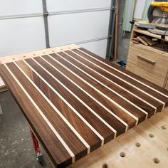 This is my post popular item.such beautiful walnut grain and plenty of room to manage your kitchen tasks. Woodworking Furniture Plans, Woodworking Box, Easy Woodworking Projects, Popular Woodworking, Diy Projects, Woodworking Classes, Youtube Woodworking, Woodworking Basics, Woodworking Workshop