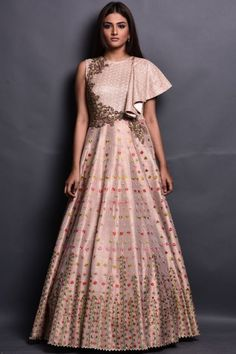 The aesthetic principle is ryththemitically incorporated in this peach colored raw silk and net evening gown which has the sweltering layered silhouette which has Resham,Cutdana,Bead,Sequins,Stone & Zari embroidered floral motifs.Style your looks by frenc Evening Gowns Online, Designer Evening Gowns, Designer Gowns, Indian Wedding Gowns, Indian Gowns Dresses, Bridal Dresses, Indian Evening Gown, Bridal Outfits, Indian Designer Outfits