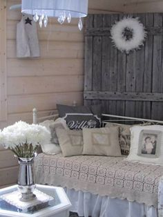 Romanttista ja rouheaa - inspiroidu IS-lukijoiden kodeista! Makeup Rooms, Cottage Homes, Interior Inspiration, Beautiful Homes, Home Furniture, Sweet Home, Shabby Chic, Villa, Interior Design