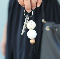 DIY Wooden Bead Keyring Honest moment, I am that girl that has to stand by her car door (while everyone waits) to scratch i Wooden Crafts, Wooden Diy, Clay Crafts, Diy And Crafts, Clay Beads, Polymer Clay Jewelry, Diy Keyring, Bead Keychain, Wooden Keychain