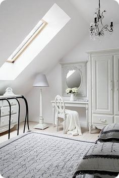 So in love w/this - this is a dream room - can't you just see yourself their - it must be in Paris!