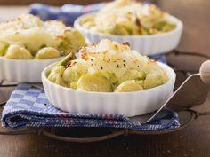 Wirsing-Rosenkohl-Auflauf mit Kartoffelkruste - smarter - Zeit: 40 Min. | eatsmarter.de Kalorienarme Aufläufe, die schmecken und entweder als Hauptgericht oder Beilage gegessen werden können,