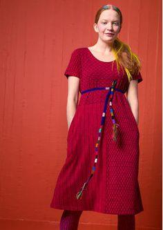 """Skandinavische Mode von Gudrun Sjödén - Das Trikotkleid """"Pistill"""" aus Micromodal/Elasthan ist ein schmales Kurzarmkleid mit hübschem Zweifarbendruck. Bestelle dein Trikotkleid """"Pistill"""": http://www.gudrunsjoeden.de/mode/produkte/kleider"""