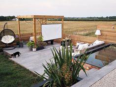 How To Create Your Own Outdoor Cinema Outdoor Pergola, Cheap Pergola, Cinema Outdoor, Outdoor Theater, Backyard Patio Designs, Pergola Designs, Backyard Lighting, Garden Spaces, Gardens