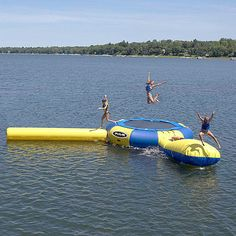 water toy : trampoline AQUA JUMP  WANTTTT