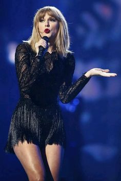 Taylor Swift Concert Outfit, You can collect images you discovered organize them, add your own ideas to your collections and share with other people. Taylor Swift Hot, Concert Taylor Swift, Style Taylor Swift, Taylor Swift Outfits, Live Taylor, Taylor Swift 2017, Red Taylor, Taylor Swift Pictures, Stage Outfits