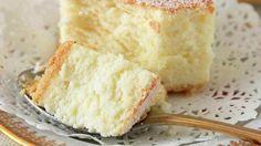 Tartă delicioasă care dispare din farfurie cât ai clipi din ochi! Se aseamănă foarte mult cu cheesecake-ul pe bază de brânză. Prăjitura se topește în gură și îți oferă o aromă plăcută de mere!    Ingrediente:     2