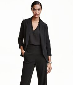 Black. Fitted jacket in soft, woven fabric with a shawl collar, concealed side pockets, and no buttons. Lined.