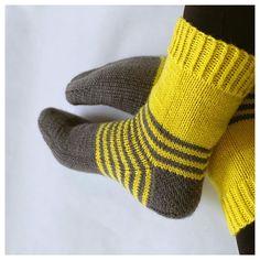 Knitted Socks Free Pattern, Crochet Socks, Knitting Socks, Free Knitting, Knit Crochet, Knitting Patterns, Sock Toys, Fingerless Mittens, Wool Socks