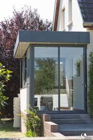 Sas d'entrée à toit plat Extension Veranda, Porch Extension, House Extension Design, House Design, Entrance Design, House Entrance, Sas Entree, Glass Porch, Porch Enclosures