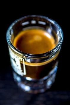 making a good espresso coffee I Love Coffee, Coffee Break, Best Coffee, My Coffee, Espresso Coffee, Coffee Cafe, Coffee Shop, Espresso Shot, Coffee Lovers