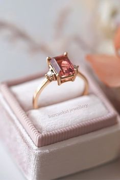 33 Rose Gold Solitaire Ring Ideas For Tender Girls Gold Rings Jewelry, Sapphire Jewelry, Gold Jewellery Design, Ring Design In Gold, Anillo Harry Potter, Simple Ring Design, Ruby Ring Simple, Simple Rings, Ruby Ring Designs