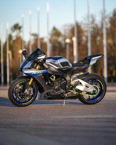 Moto Yamaha R1, Yamaha Motorbikes, Yamaha Motorcycles, Moto Wallpapers, Bmw Sport, Sportbikes, Hot Rides, Cycling Art, Street Bikes