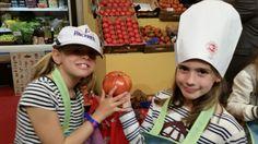Las más pequeñas estan encantadas con los tomates Rey Maño. ¡¡Están buenísimos!!