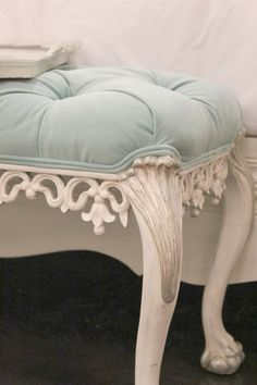 Pretty tufted bench for the end of the bed