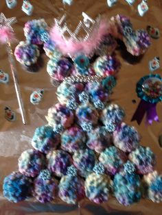 Elsa's cupcake dress Accented with crown, Wand, bead necklace, belt  and rings. White cake with Piped buttercream icing.  Delish!