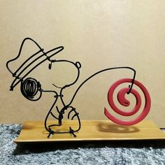 埋め込み Crafts To Make, Arts And Crafts, Stylo 3d, Copper Wire Art, Wire Crafts, Metal Art, Wire Wrapping, Diy Home Decor, Snoopy