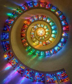 ステンドグラスの螺旋